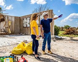 断片を拾いカンザスの地域社会を助ける