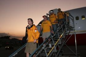 Hjulpet av Homeland Security ankom flyet fra JFK Internasjonal Lufthavn søndag for å yte akutt hjelp i Haiti, i kjølvannet på jordskjelvet som traff øyen den 12. januar, og som ble målt til 7.0.