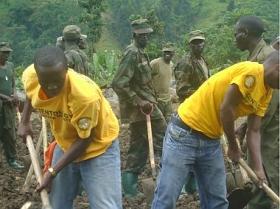 Akutatási és mentési akcióban részt vevő önkéntes lelkészek