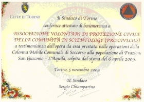 Torinos borgmesters Certificate of Merit i anerkendelse af Scientology Community Civil Protection Association (PRO.CIVI.COS) for forsvar af civile og nødhjælpsarbejde, udført på vegne af landsbyen San Giacomo og byen L'Aquila, der blev ramt af jordskælvet den6.april2009.