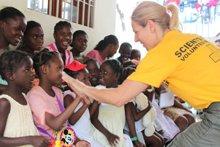 Aiuto agli orfani.