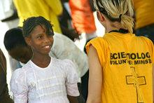 Siden jordskjelvet traff Haiti, den 12. januar 2010, har det ankommet over 300 Frivillige prester fra 22 land, for å yte hjelp og de har selv trent tusenvis av haitianere som Frivillige prester.