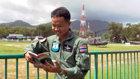 A través del mundo, personal militar da la bienvenida a Elcamino a la felicidad, y a sus principios de sentido común.