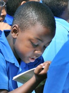 A tanulóknak már nagyon fiatal korban be lehet mutatni Az út a boldogsághoz füzetet.