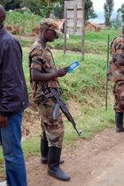 Az út a boldogsághoz százmillió példánya Kongóban eljutott a lázadók kezén lévő területekre.
