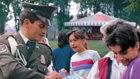 Folk fra alle samfundslag – herunder colombianske politifolk – tager ansvar for at forbedre deres samfund med Vejen til lykke