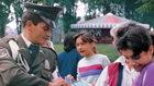 Les gens de tous les horizons de la vie, y compris les agents de la police colombienne, prennent la responsabilité de l'amélioration de leurs communautés avec le Chemin du bonheur.