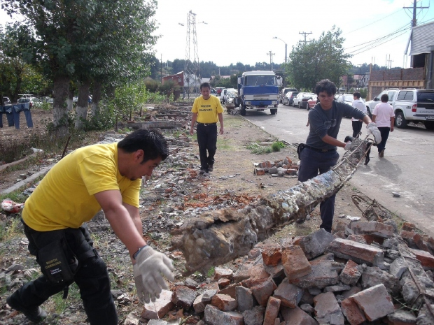 Helyreállítási munkálatok a Talcahuanóhoz közeli területen, Las Higuerasban, 2010 áprilisa.