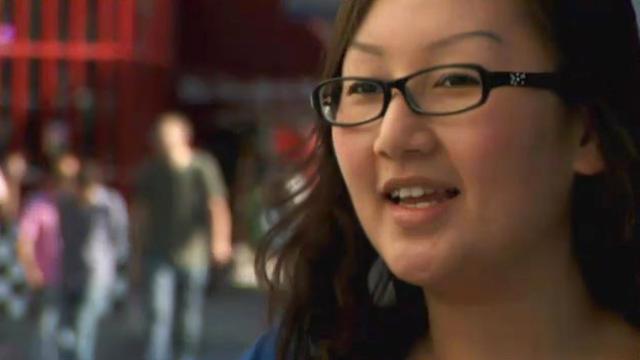Angela, Designer pubblicitario