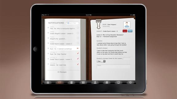 <ul>         <li>También se incluye un sistema de clasificación de los estudiantes, proporcionando la posibilidad de calificar cada paso y escribir notas para cada uno.</li>         <li>Un sistema de notificación y mensajería permite a los maestros enviar y recibir mensajes personalizados desde y hacia los estudiantes individuales</li>     </ul>