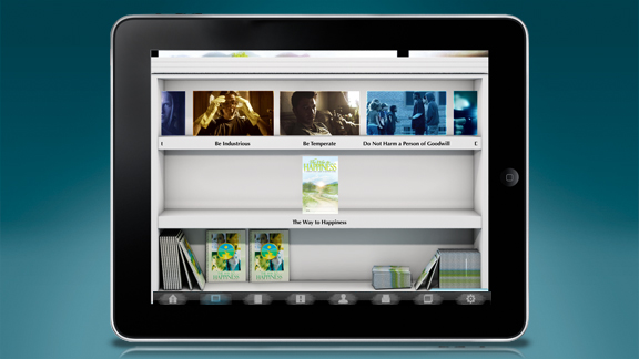 Todos os vídeos educacionais, folhetos e materiais de <em>O Caminho para a Felicidade</em> estão disponíveis para serem descarregados a partir da aplicação, assim como <nobr>on-line</nobr> com as lições em si, prontos para serem vistos imediatamente: