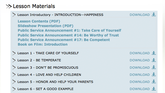 Todos los vídeos educativos, folletos y materiales de <em>El Camino a la Felicidad</em> están disponibles para descargarlos desde el sitio, así como en línea con las lecciones en sí, listos para verlos inmediatamente: