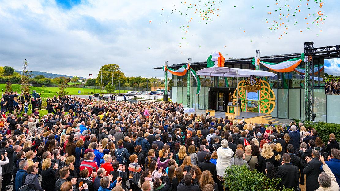 Scientology Kyrkan och samhällscentret i Dublin invigning