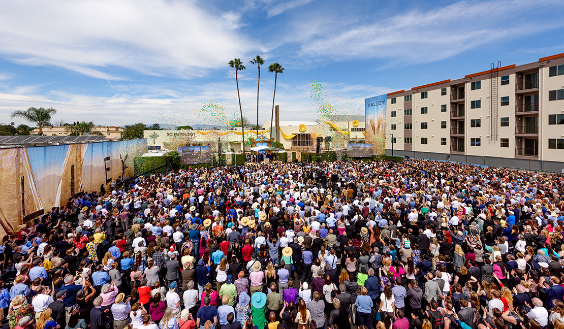 L'inauguration de l'Église de Scientology de San Fernando Valley en Californie.