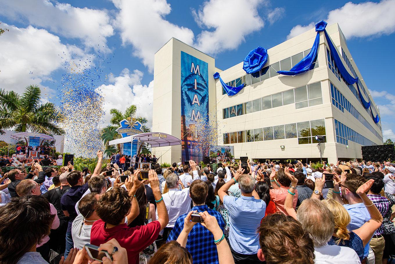Ein magisches Willkommen begrüßt die neue Scientology Kirche Miami
