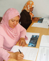 Membimbing siswa-siswi ke jalan kehidupan bebas narkoba memerlukan sesi-sesi pelatihan guru, seperti yang dilakukan di Yogyakarta, Indonesia pada Seminar Para Pendidik tentang Kebenaran Tentang Narkoba.