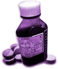 Ένα μπουκάλι με ταμπλέτες κωδεΐνης. Όλα τα οπιούχα ανακουφίζουν προσωρινά από τον πόνο αλλά είναι εξαιρετικά εθιστικά.