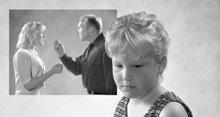 Entendre une querelle entre ses parents peut violemment perturber un enfant.
