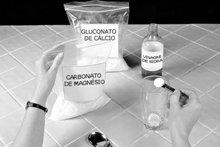 2. Juntar meia colher de chá rasa (2,5ml) de carbonato de magnésio. Usar, de novo, uma colher–medida.