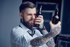 Man with tattoos and two beers
