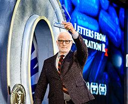 プロデューサー/監督のケビン・ミラーがCCHRの人権賞を受賞