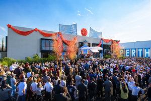 Down Unders «Lysenes by» ønsker den nyeste Scientology Kirken velkommen