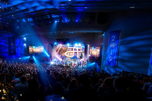 Eine Geburtstagsfeier für die Ewigkeit: Scientologen aus 70Ländern versammeln sich zu Ehren des Gründers, L.RonHubbard