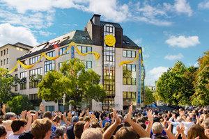 Freiheit herrscht, als die Scientology Kirche in Stuttgart inFahrtkommt