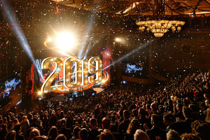 A Igreja de Scientology Celebra oMaior Ano naHistória e oAlvorecer dum2019 MaisPromissor