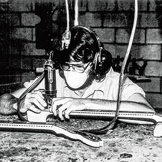 Chuck Deering lär sig tillverka calicos