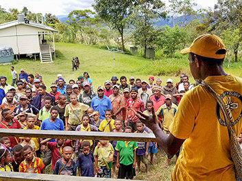 Een bekwame en helpende hand uitsteken en meer mensen trainen voor tijden van nood
