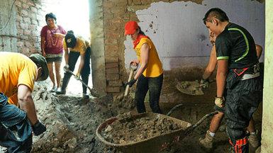 Новости осаентологических волонтёрах вПеру: они помогли более 24000 человек, устраняя последствия катастрофы