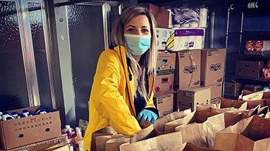 Frivillige Hjelpere kommer til unnsetning for å hjelpe sine lokalsamfunn
