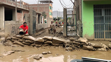 Саентологические волонтёры вПеру, где проливной дождь привёл кнаводнениям исмертоносным селям