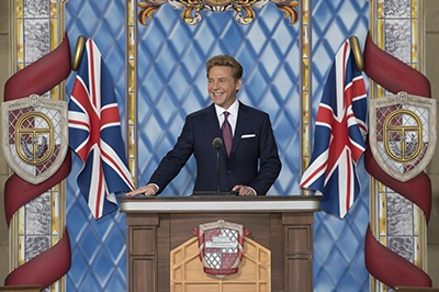 Sr. David Miscavige, Presidente de la Junta del Religious Technology Center, condujo la ceremonia de inauguración de la nueva Saint Hill Ideal. Los miles de Scientologists que estuvieron ahí estaban emocionados de que regresara al Reino Unido para liderar esta gran inauguración.