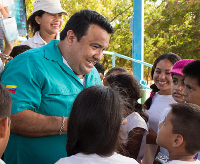 Mario Chirinos interacts with children