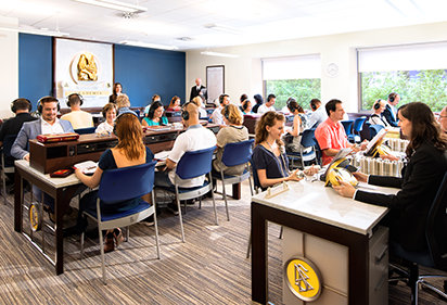 Scientologer deltager i klasser