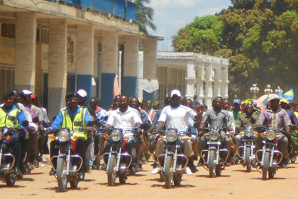 A motorcade accompanied the Volunteer Ministers to Stadium de L'Espoir (Stadium of Hope).
