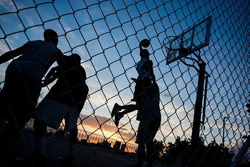 Inglewood: Basket ute på gatan