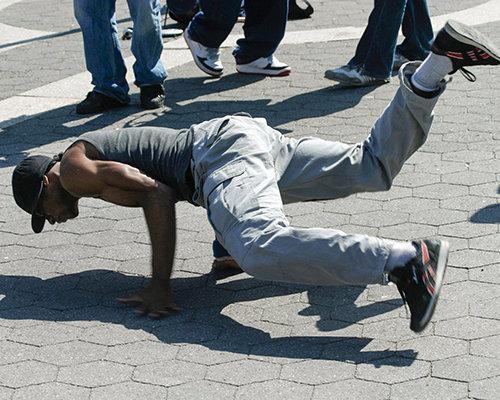 Inglewood. A dançar breakdance