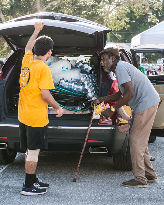 Volunteer Ministers distribute ice and food
