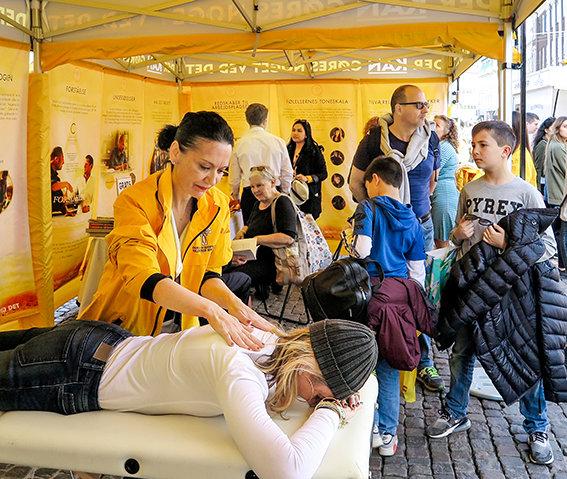 משואה של עזרה מעשית מאירה כאשר VMs מגיעים ללבקופנהגן