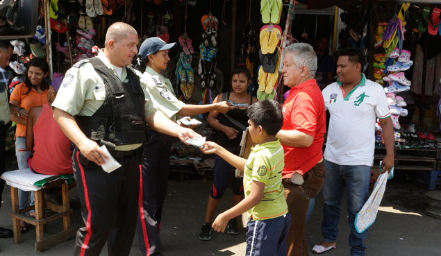 Venezuela's law enforcement officers in Maracaibo team up with Drug-Free World volunteers