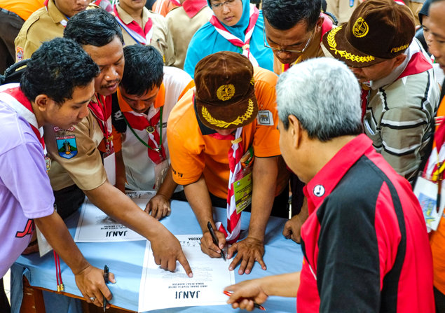 Scout leaders and teachers sign a drug-free pledge