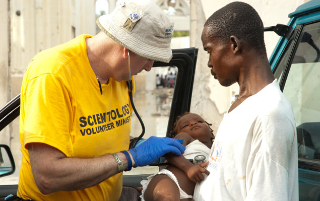 Ayal Lindeman providing medical attention to a toddler in Haiti