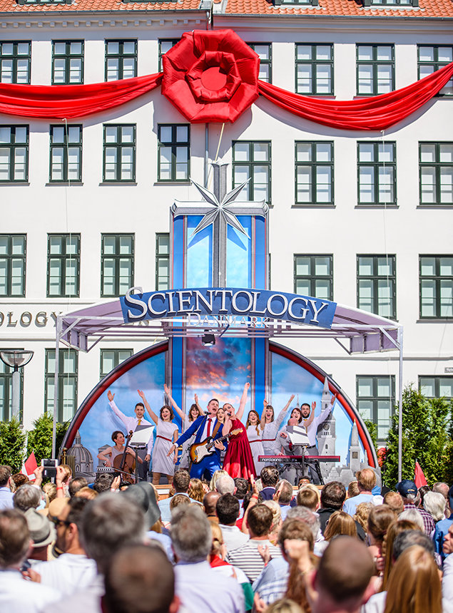 Beginn der Eröffnungsfeier der Scientology Kirche für Dänemark