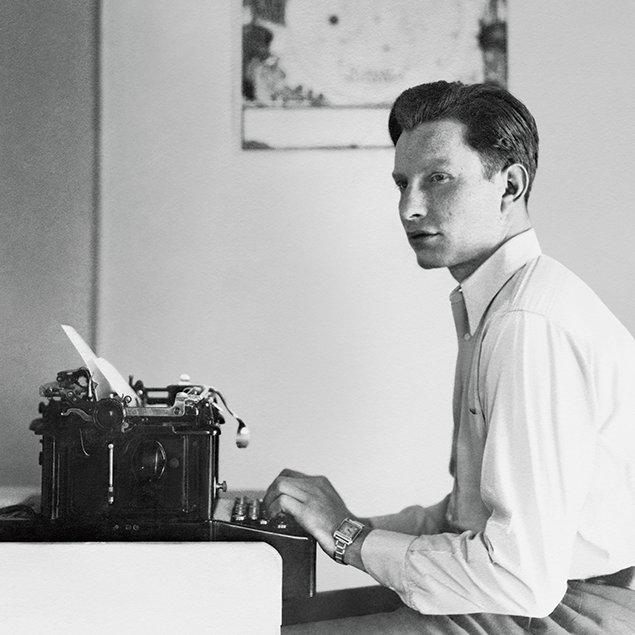 L. ロン ハバード。 作家