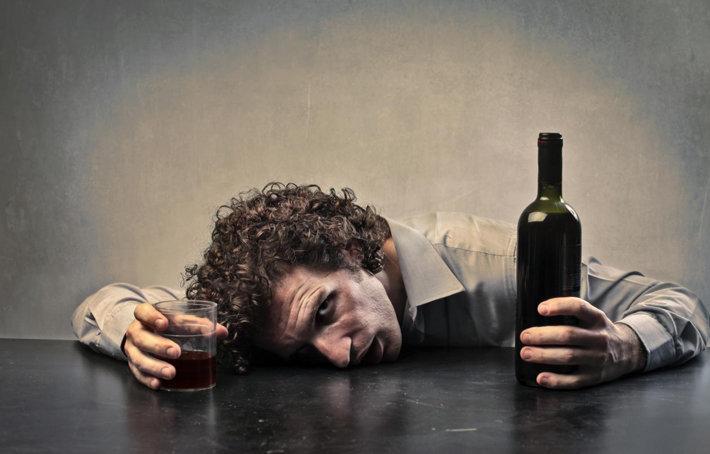 10 SIGNOS DE ALCOHOLISMO