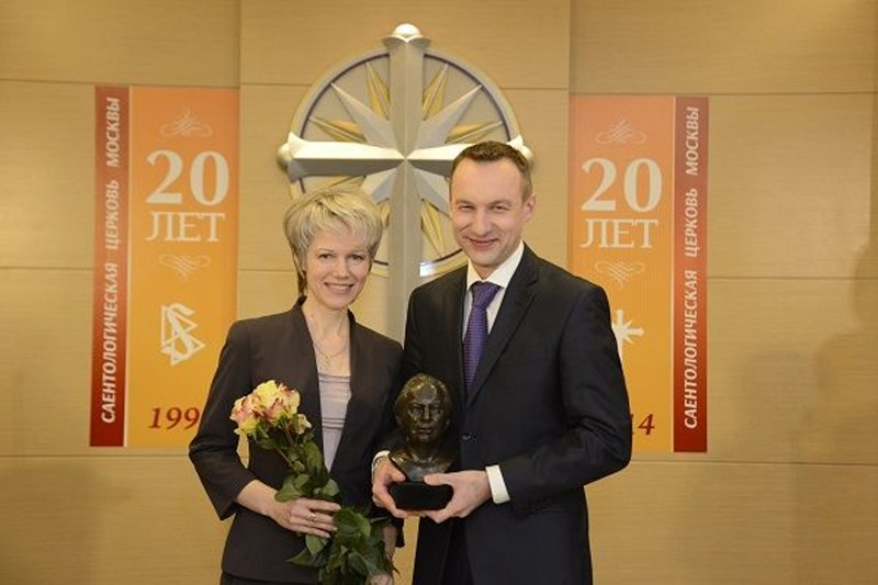 A representative of Church management presented the Executive Director Church of Scientology Moscow with a bust of Scientology Founder L. Ron Hubbard in commemoration of the 20th anniversary of the Church.