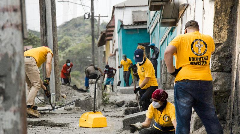 在火山爆發後,自由風協助聖文森